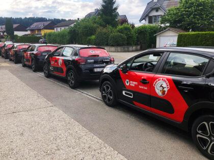 Moveri ist als Sponsor mit seiner Tankstellenmarke Ruedi Rüssel auf den Autos des FC Aarau Red Boots präsent