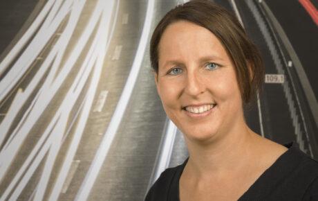 Porträtfoto von Dominique Schnarwiler, Kundenberaterin Kundenzentrum Biel